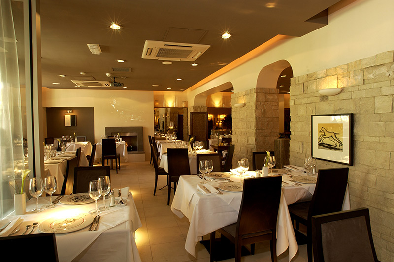 Louis restaurant interior